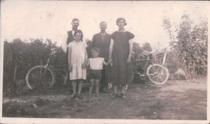 Mom, with her brother, her mother and father on either side, and I think an uncle. Galway, Ireland.