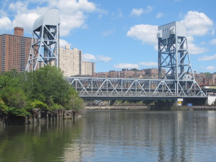The Broadway Bridge as seen from the Circle Line.