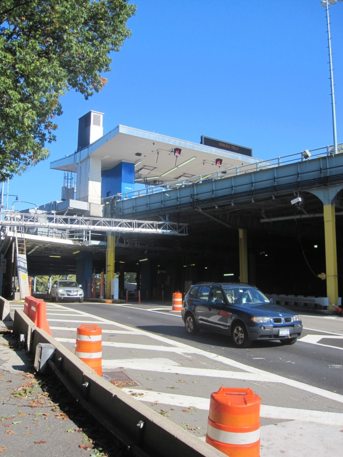When you emerge from the forrest you are directly at the toll plaza on the Manhattan side.